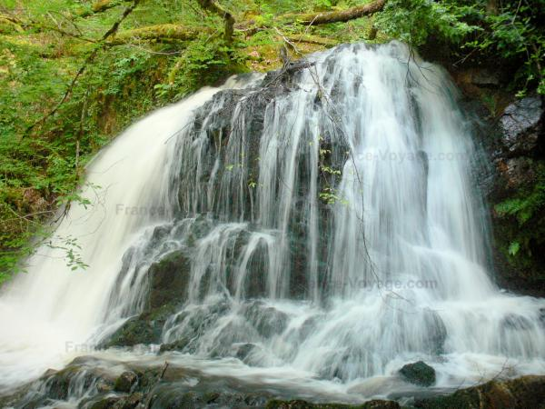 Chute d'eau à Murel